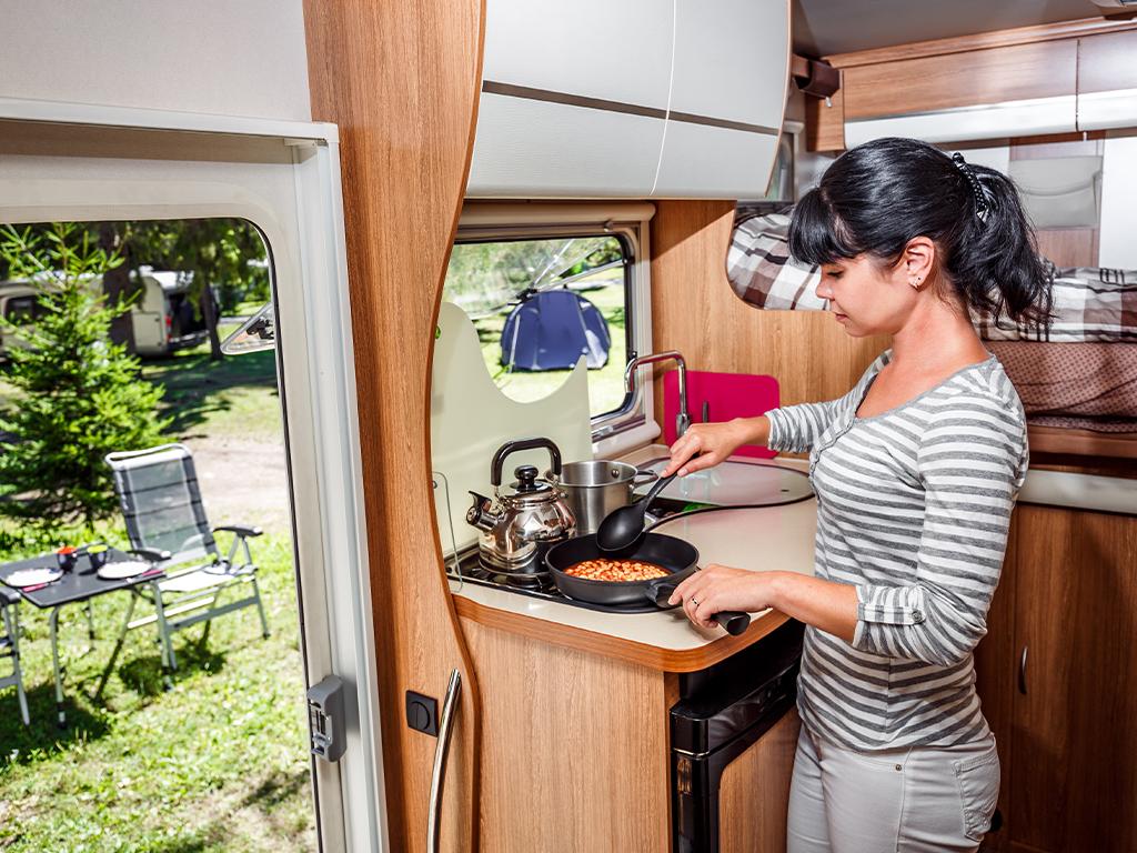 Motorhome e cucina: le ricette da preparare in camper quando lo spazio è ridotto