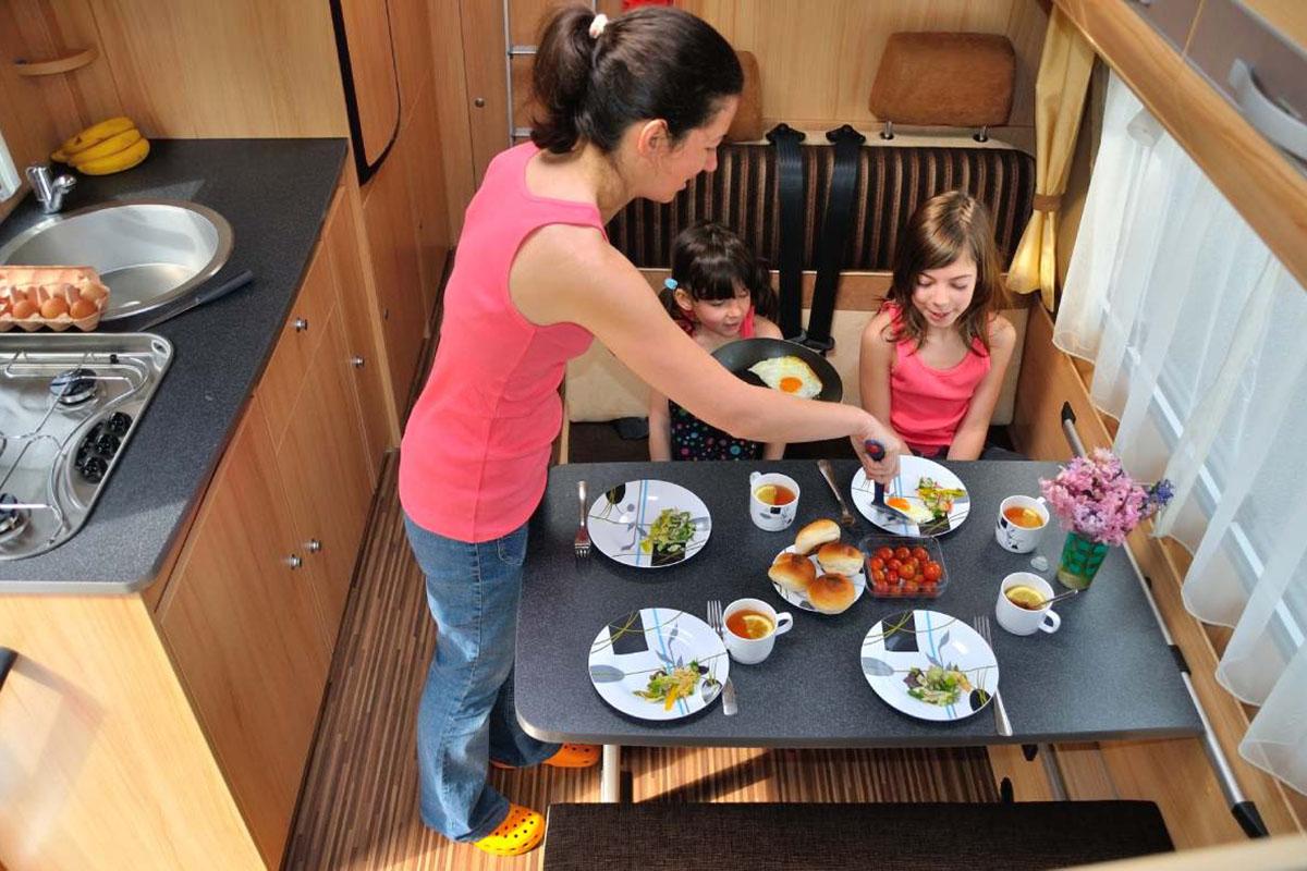Provviste in camper: dalla cucina al bagno tutto ciò che serve